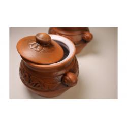 Pot en argile avec couvercle